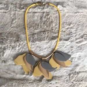NWT BEAUTIFUL MARNI INSPIRED LUCITE PETAL NECKLACE